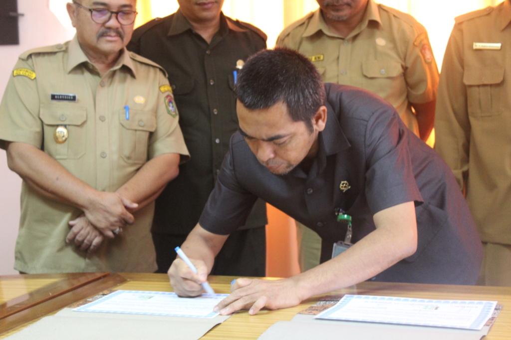 Penandatanganan MoU Oleh Ketua PA Sanggau